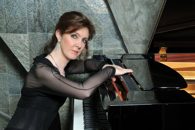 Photo of pianist Anne-Marie McDermott