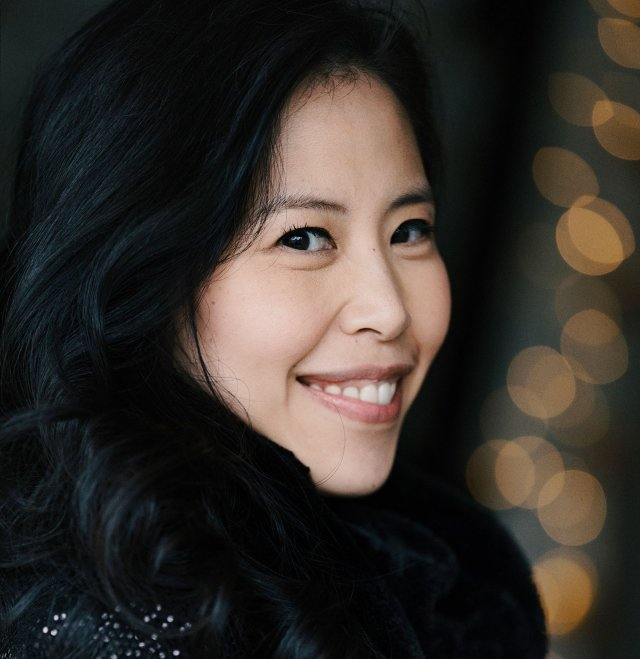 Photo of pianist Gloria Chien