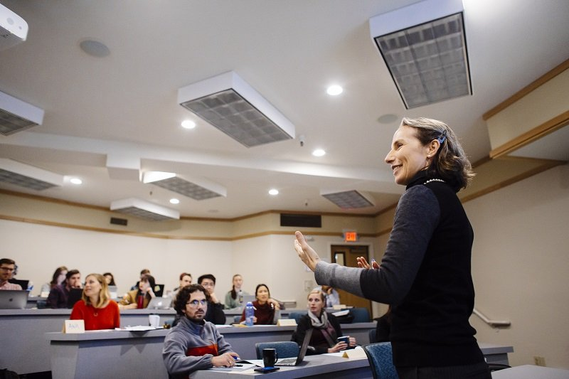 Professor Moyara Ruehsen teaching a class of students