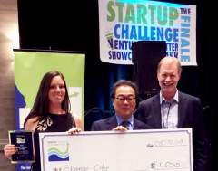 Erin Lannon accepting first prize in Startup Challenge 2019