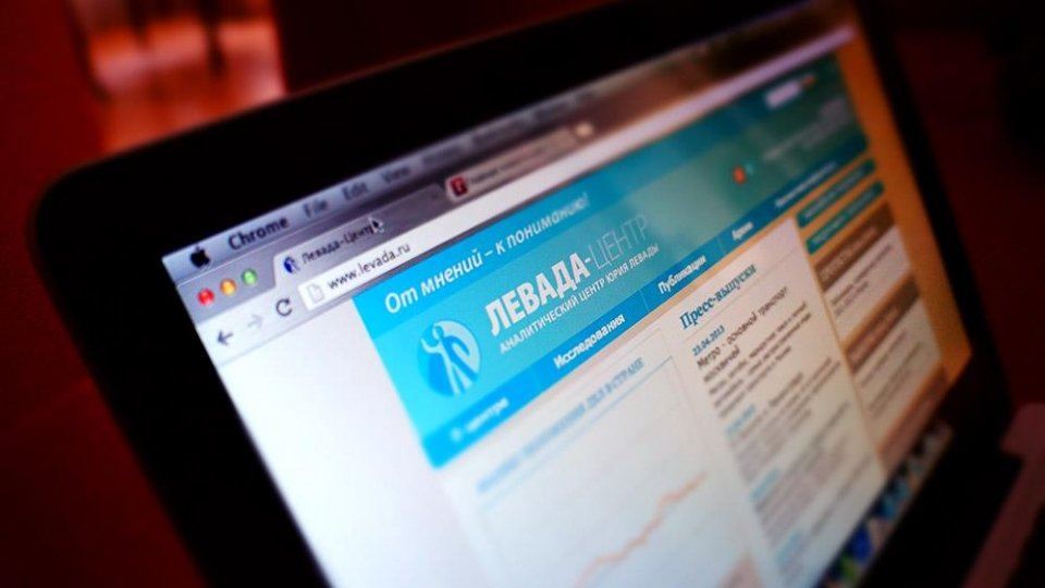 Photo of a screen with the Levada Center website