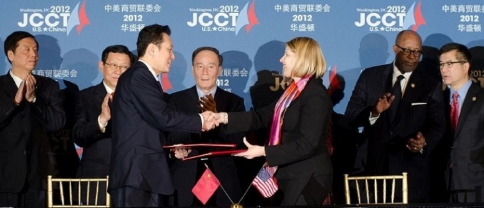 People shaking hands at U.S.-China Joint Commission on Commerce and Trade Conference