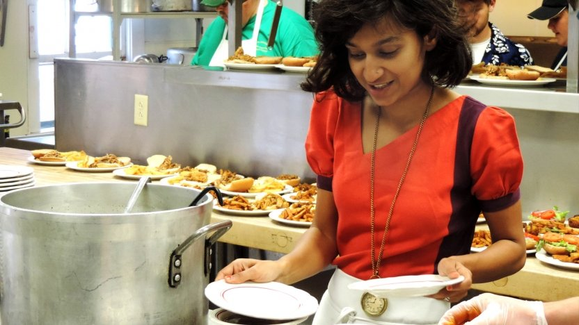 Bread Loaf student Himali Singh Soin helps prepare lunch.